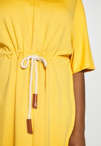 JUNAROSE - by VERO MODA - JRADORA BELOW KNEE DRESS  - Denní šaty - golden apricot - 5