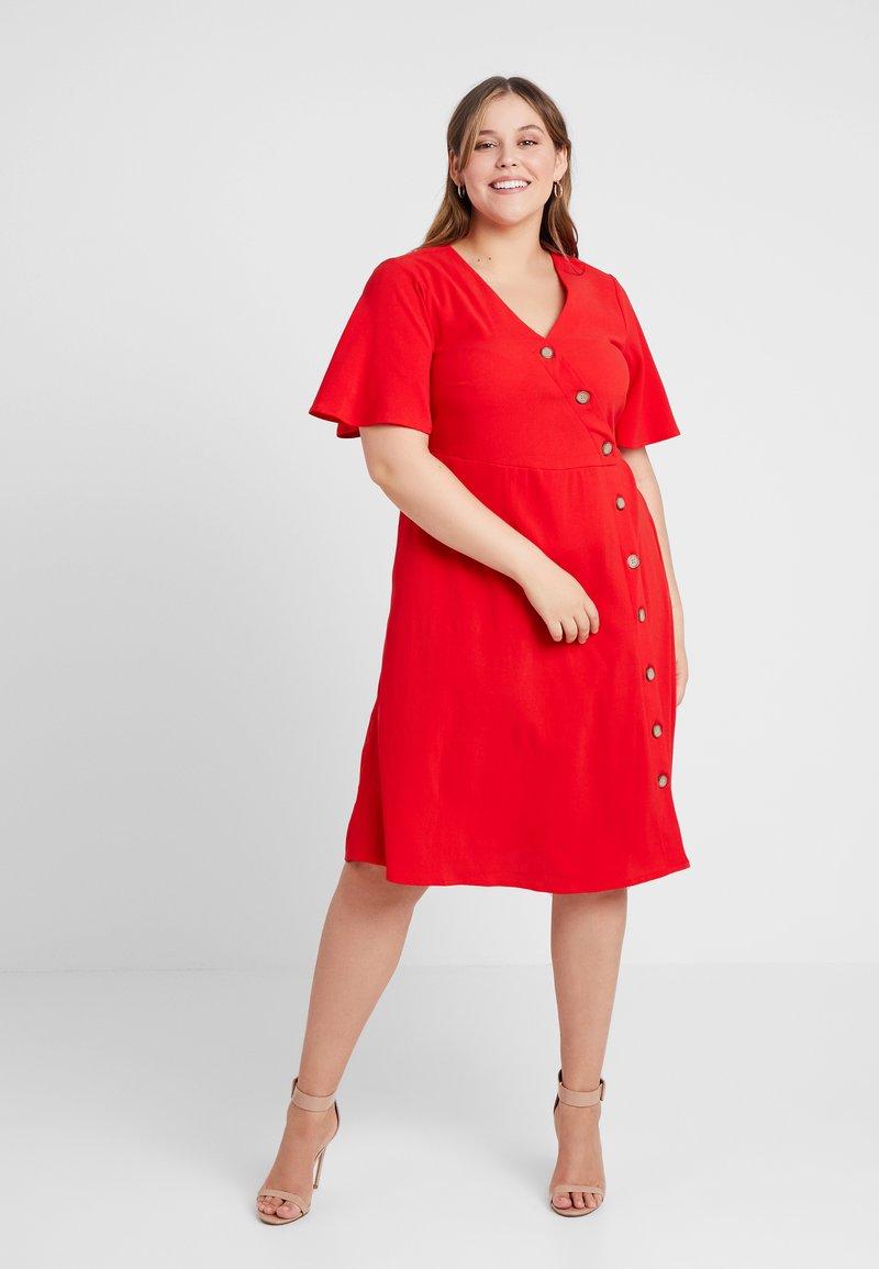 JUNAROSE - BY VERO MODA - JRABINE SLEEVE KNEE DRESS - Denní šaty - high risk red