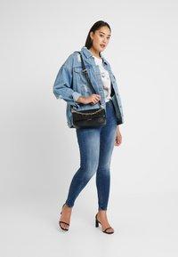 JUNAROSE - by VERO MODA - JRFOUROLESEA - Jeans Skinny Fit - medium blue denim - 1