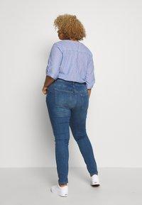 JUNAROSE - by VERO MODA - JRFIVE FIJI - Jeans Skinny Fit - medium blue denim - 2