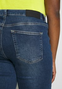 JUNAROSE - by VERO MODA - JRTEN ST FAISA MB - Jeans straight leg - medium blue denim - 5