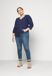 JUNAROSE - by VERO MODA - JRFIVE AVOLA ANKLE - Jeans Skinny Fit - medium blue denim - 1