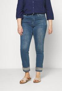 JUNAROSE - by VERO MODA - JRFIVE AVOLA ANKLE - Jeans Skinny Fit - medium blue denim - 0