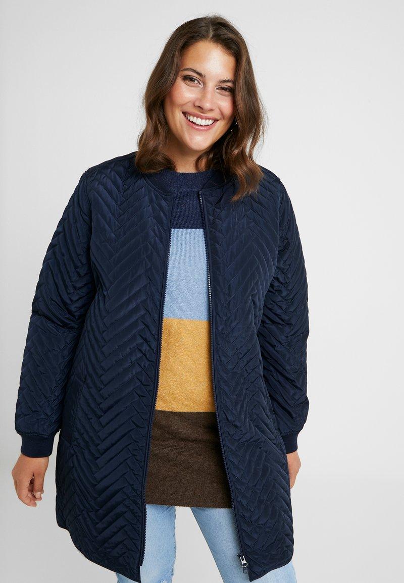 JUNAROSE - by VERO MODA - JRBRIZE QUILTED JACKET - Krátký kabát - navy blazer