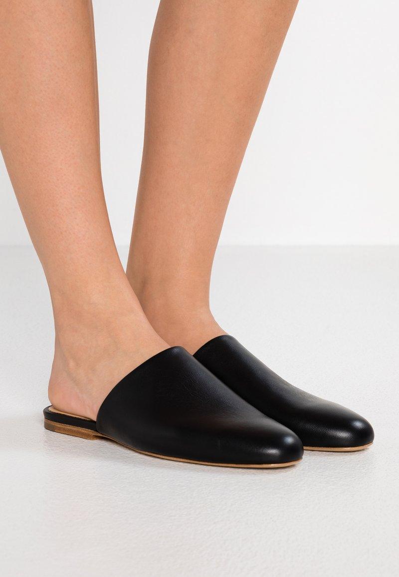 Jil Sander Navy - Pantolette flach - black