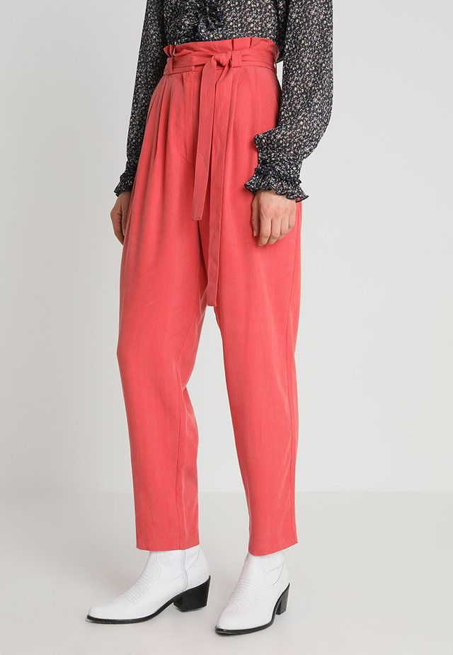 NEVADA TROUSERS - Stoffhose - cranberry red