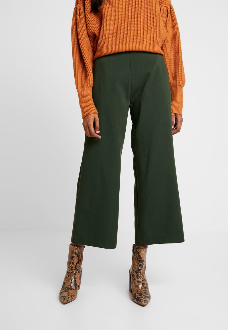 JUST FEMALE - ETNA TROUSERS - Stoffhose - mountain view