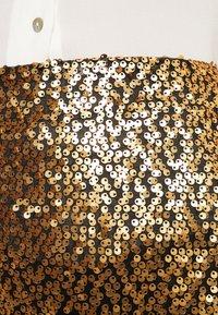 JUST FEMALE - TROYE SKIRT - A-linjainen hame - troye gold - 4