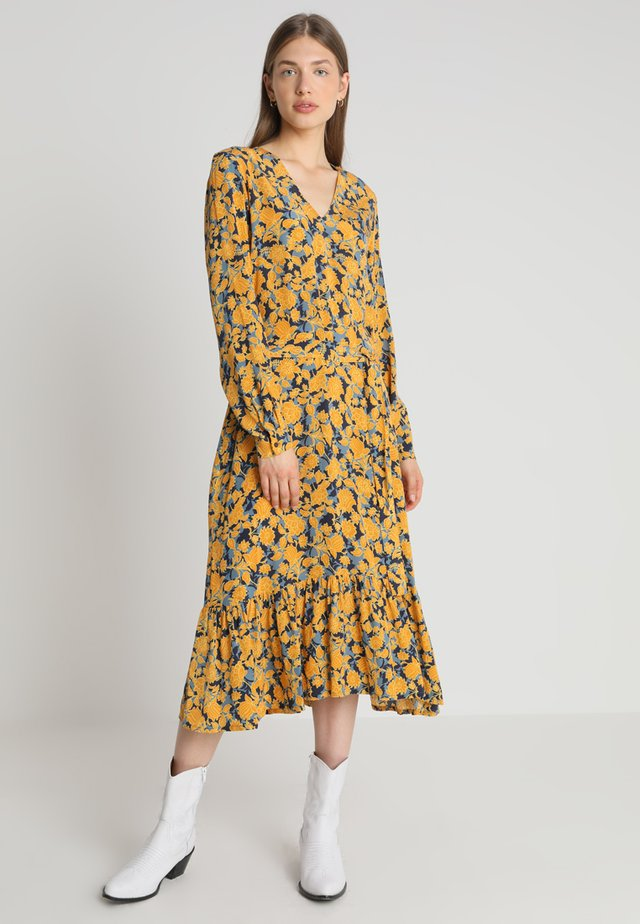 TANNER DRESS - Długa sukienka - jordan