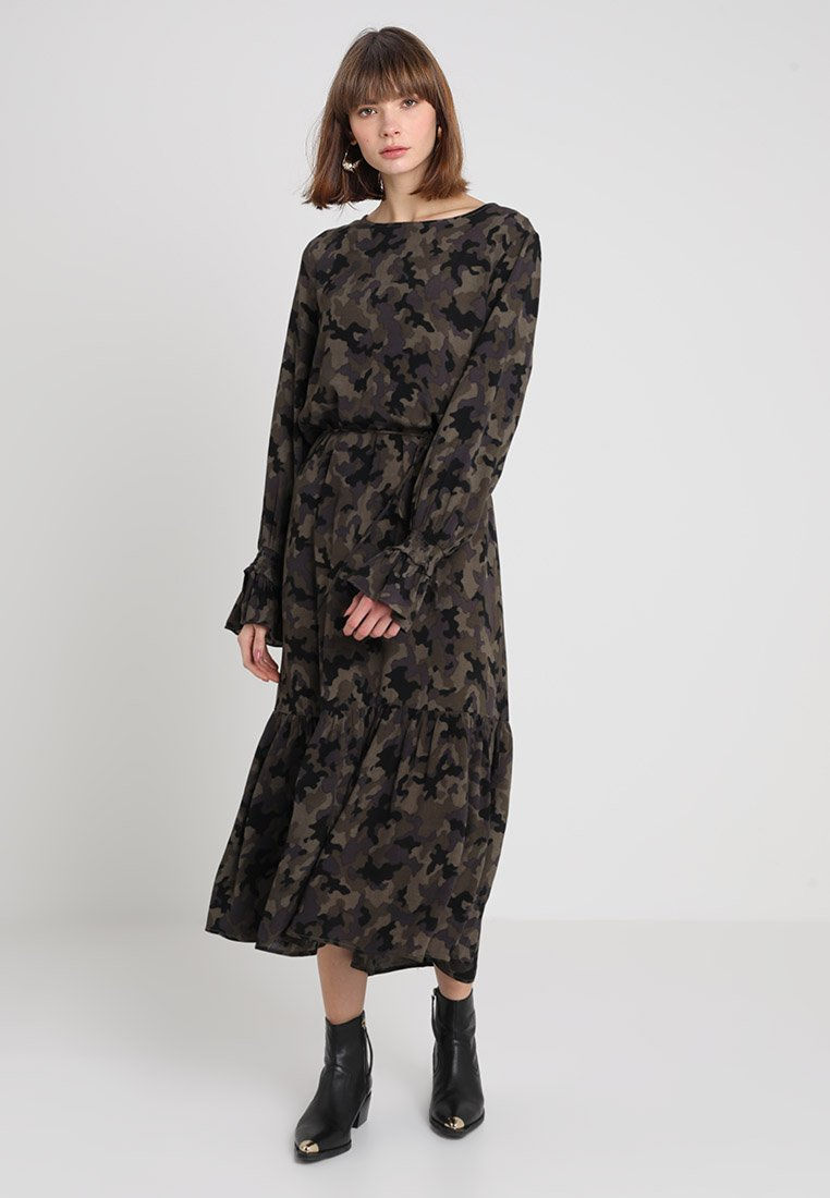 JUST FEMALE - ZIRI DRESS - Maxikleid - green/black