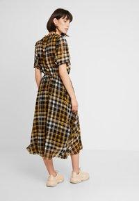 JUST FEMALE - BRIX DRESS - Maksimekko - black/yellow - 2