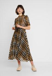 JUST FEMALE - BRIX DRESS - Maksimekko - black/yellow - 1