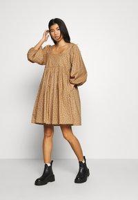 JUST FEMALE - MERLE DRESS - Korte jurk - khaki - 0