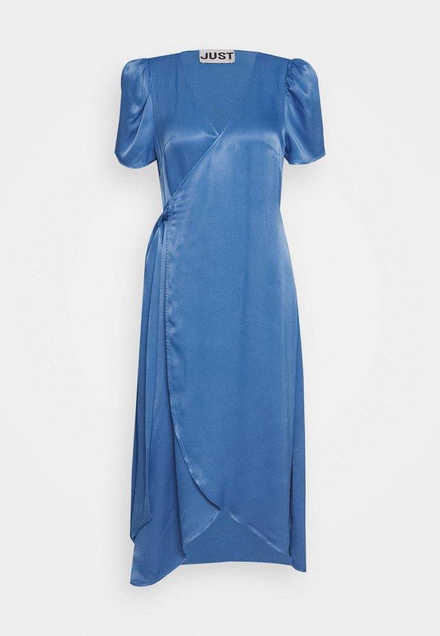 JULISSA WRAP DRESS - Denní šaty - riverside