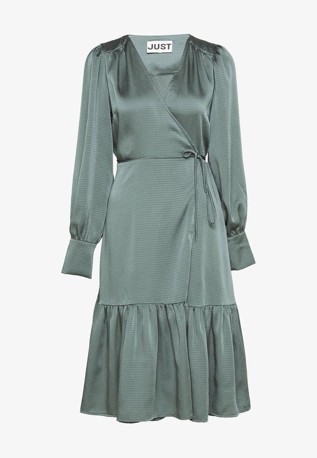 MINNIE WRAP DRESS - Sukienka letnia - balsam green