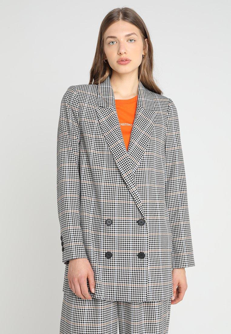 JUST FEMALE - HOLMES - Short coat - beige/black