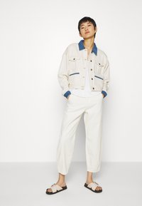 JUST FEMALE - SIKA JACKET - Giacca di jeans - off white - 1