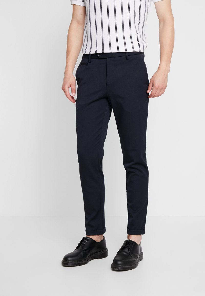 Junk De Luxe - STRETCH CLUB PANTS - Stoffhose - navy
