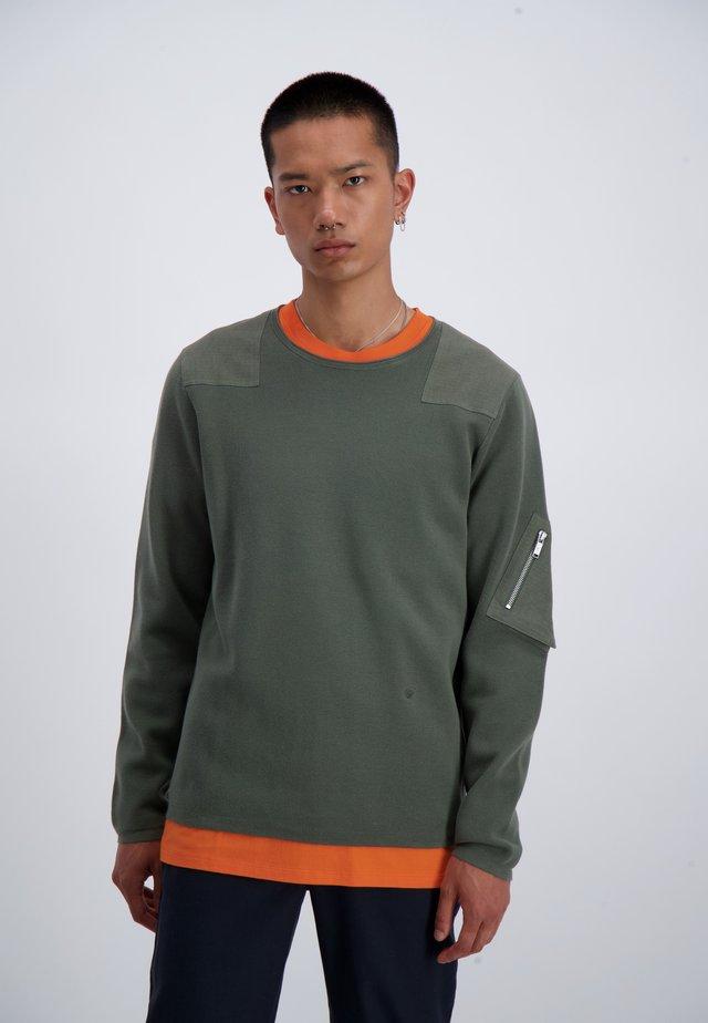 Stickad tröja - army