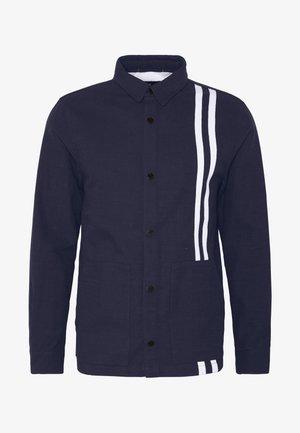 CONTRAST STRIPE OUTERSHIRT - Lehká bunda - mid blue