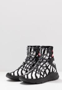 Just Cavalli - Sneakers alte - black/white - 2