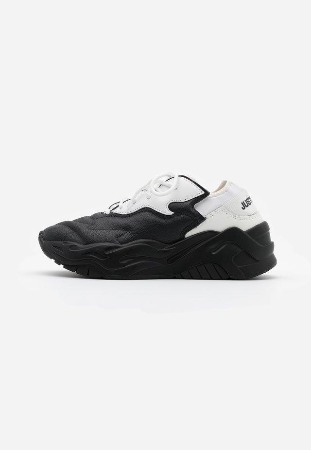CONTRAST LOGO - Sneakers laag - black