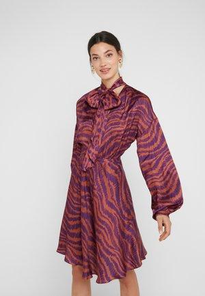 Cocktailkjoler / festkjoler - purple variant