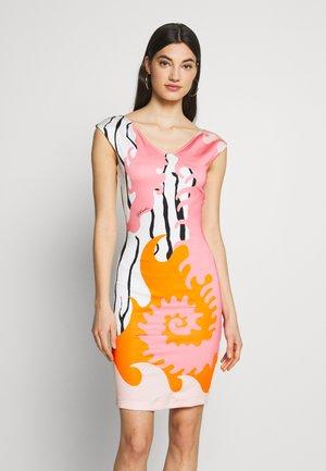 Pouzdrové šaty - pink variant
