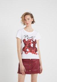 Just Cavalli - T-shirt med print - white - 0