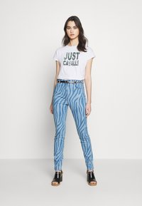 Just Cavalli - T-shirt con stampa - optical white - 1