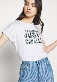 Just Cavalli - T-shirt con stampa - optical white - 3