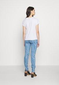 Just Cavalli - T-shirt con stampa - optical white - 2