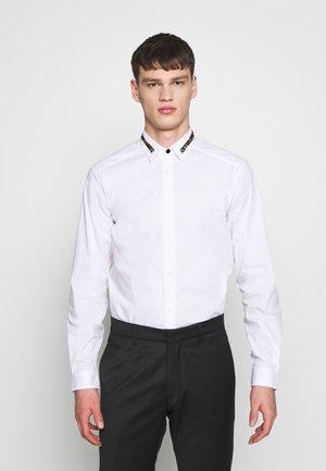 COLLAR BAND SHIRT - Shirt - white
