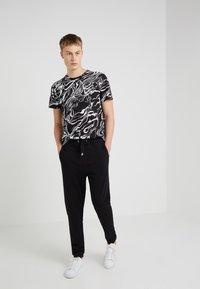Just Cavalli - Pantalon de survêtement - black - 1