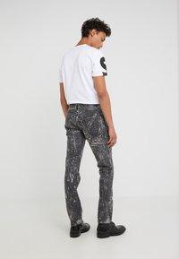 Just Cavalli - PANTS 5 POCKETS - Vaqueros slim fit - black - 2