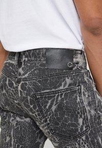 Just Cavalli - PANTS 5 POCKETS - Vaqueros slim fit - black - 5