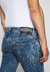 Just Cavalli - PANTS 5 POCKETS ANIMAL PRINT - Jeans slim fit - blue denim - 5