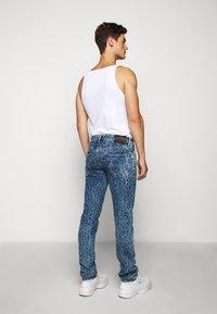 Just Cavalli - PANTS 5 POCKETS ANIMAL PRINT - Jeans slim fit - blue denim - 2