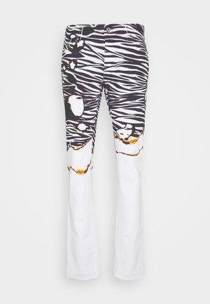 PANTS POCKETS ZEBRA PRINT - Slim fit -farkut - white