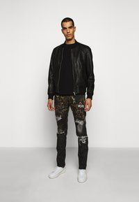 Just Cavalli - PANTS POCKETS LEOPARD PRINT - Džíny Slim Fit - black - 1
