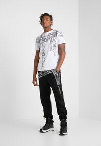 Just Cavalli - T-shirt med print - white - 1