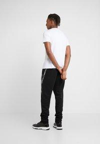 Just Cavalli - T-shirt med print - white - 2