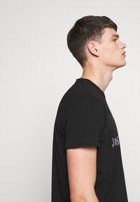 Just Cavalli - EMBELLISHED - Print T-shirt - black - 3