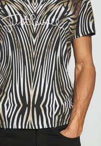 Just Cavalli - ANIMAL - T-shirt con stampa - black/brown - 5