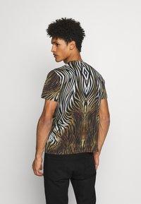 Just Cavalli - ANIMAL - T-shirt con stampa - black/brown - 2