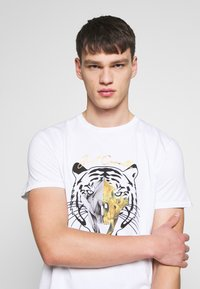 Just Cavalli - TIGER  - T-Shirt print - white - 3