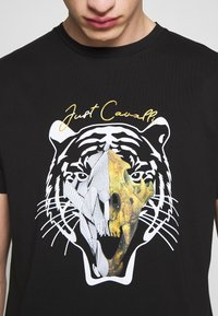 Just Cavalli - TIGER  - Print T-shirt - black - 5