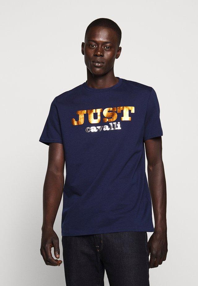 LOGO - T-shirt med print - navy