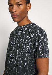 Just Cavalli - ANIMAL PRINT - T-shirt z nadrukiem - black - 3