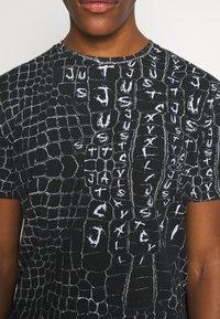 Just Cavalli - ANIMAL PRINT - T-shirt z nadrukiem - black - 5